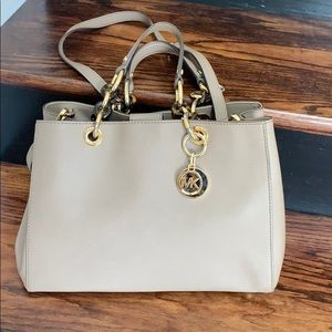 FINAL PRICE!Authentic Michael Kors safiano leather